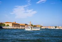 運河とヴェネツィア都市風景