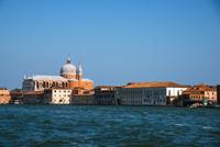 運河からヴェネツィア都市風景 10222008990| 写真素材・ストックフォト・画像・イラスト素材|アマナイメージズ