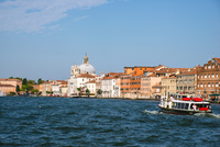 運河からヴェネツィア都市風景 10222009001| 写真素材・ストックフォト・画像・イラスト素材|アマナイメージズ