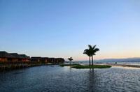 リゾートホテルから見るインレー湖の夕景