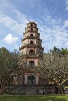 octagonal tower, Thien Mu Pagoda, Hue, Vietnam 10244004232| 写真素材・ストックフォト・画像・イラスト素材|アマナイメージズ