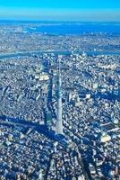 東京スカイツリーと荒川と東京湾 10247001770| 写真素材・ストックフォト・画像・イラスト素材|アマナイメージズ