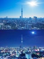 東京スカイツリー,朝日と月とライトアップ 10247003304| 写真素材・ストックフォト・画像・イラスト素材|アマナイメージズ