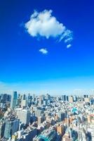 都心のビル群とわた雲 10247003562  写真素材・ストックフォト・画像・イラスト素材 アマナイメージズ