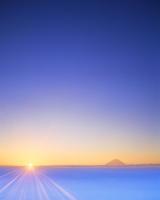 雲海と朝日と富士山