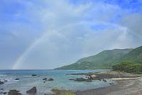 志戸子方向の海と虹 10247008840| 写真素材・ストックフォト・画像・イラスト素材|アマナイメージズ