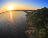 安房港と種子島から昇る朝日,魚眼