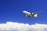 日本航空の航空機と夏の雲