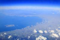 大阪湾と大阪都心部と関西国際空港の空撮