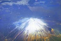 冬の富士山の空撮