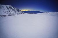 千畳敷カールの雪原と南アルプスの山並みと星空,魚眼