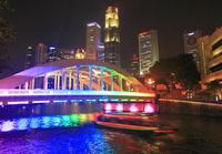 虹色のエルジン橋とナイトクルーズ船