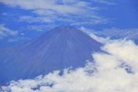 富士市南方向上空から俯瞰する富士山