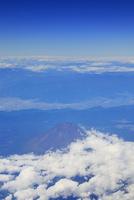 富士市南東方向上空から俯瞰する富士山