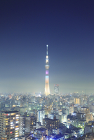 東京スカイツリーのライトアップ 10247018586| 写真素材・ストックフォト・画像・イラスト素材|アマナイメージズ