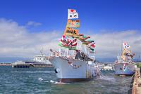 イカ釣り漁船の出航と函館市青函連絡船記念館摩周丸