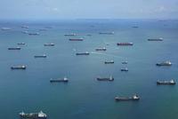 マラッカ海峡のタンカー群
