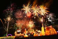 新年節の花火と新年節イベント会場 10247019639| 写真素材・ストックフォト・画像・イラスト素材|アマナイメージズ