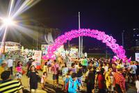新年節イベント会場の群衆 10247019643| 写真素材・ストックフォト・画像・イラスト素材|アマナイメージズ