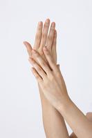 20代女性の手