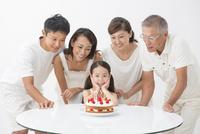 バースデーケーキと三世代家族