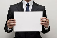 ボードを持つビジネスマン 10250000082| 写真素材・ストックフォト・画像・イラスト素材|アマナイメージズ