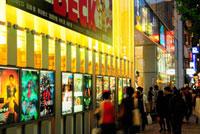 新宿靖国通りの映画館 新宿ピカデリー