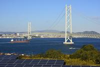 淡路,太陽光パネルと明石海峡大橋