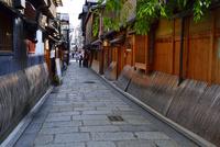 祇園白川 10254014611| 写真素材・ストックフォト・画像・イラスト素材|アマナイメージズ