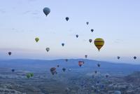 熱気球からみたカッパドキア 10261020702| 写真素材・ストックフォト・画像・イラスト素材|アマナイメージズ