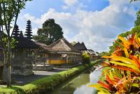 堀やメル(多重石塔)があるヒンドゥー教のタマン・アユン寺院