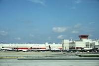 リマ空港に並ぶ飛行機