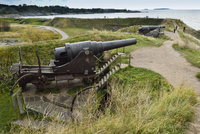 海に向かい砲台群が点在するスオメンリンナ島