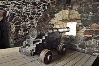 海に向かい砲台群が点在するスオメンリンナ島の砲台