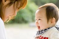 笑顔の赤ちゃん 10264007579| 写真素材・ストックフォト・画像・イラスト素材|アマナイメージズ