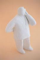 携帯電話で話すクレイ人形 白 10268000098| 写真素材・ストックフォト・画像・イラスト素材|アマナイメージズ