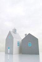 2棟の家 10268000358| 写真素材・ストックフォト・画像・イラスト素材|アマナイメージズ