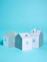 3棟の家 10268000365| 写真素材・ストックフォト・画像・イラスト素材|アマナイメージズ