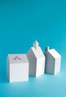 3棟の家 10268000367| 写真素材・ストックフォト・画像・イラスト素材|アマナイメージズ