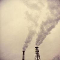白煙を上げる二本の煙突