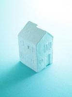 白い二階建ての家 ペーパークレイ