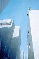 白いビル群