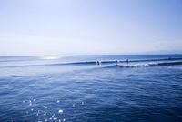 湘南鵠沼海岸の平日 10268001158| 写真素材・ストックフォト・画像・イラスト素材|アマナイメージズ