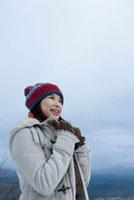 ニット帽をかぶった日本人女性 10272000423| 写真素材・ストックフォト・画像・イラスト素材|アマナイメージズ