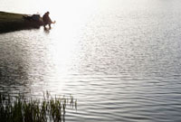 湖と釣り人