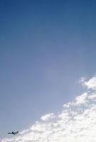 青空と雲と飛行機