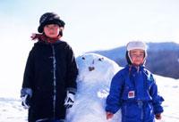 雪だるまと日本人の子供