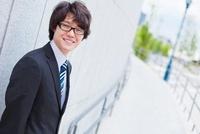 微笑む日本人ビジネスマン