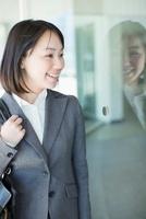 日本人のビジネスウーマン 10272002420  写真素材・ストックフォト・画像・イラスト素材 アマナイメージズ
