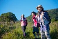 トレッキングを楽しむ日本人女性